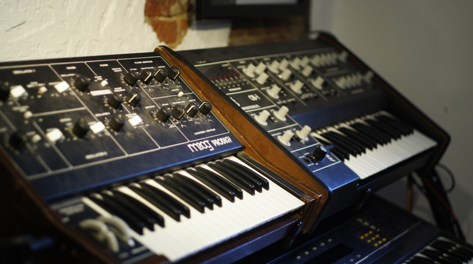 Studio Schott Synths And Key Tracks Synthesizer And